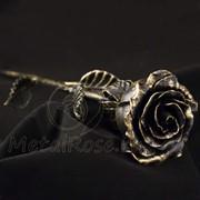 Золотистая кованая роза фото