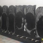 Большой выбор памятников и плит из черного габбро. фото