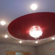 Натяжной потолок с установкой точечных светильников фото