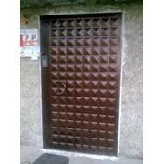 Изготовление и установка стальных домофонных дверей класса ЛЮКС фото