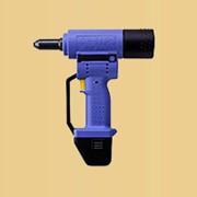 Аккумуляторный инструмент для заклёпок AccuBird фото