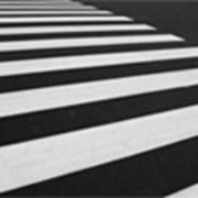Нанесение парковочной и дорожной разметки. Вертикальная разметка. Краска для дорожной разметки. фото
