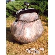 Каменная скульптура «кошелек» фото
