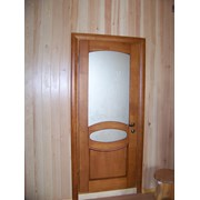 Дверь из массива дерева. фото