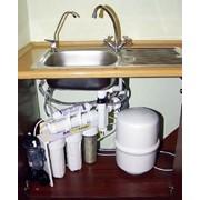 Монтаж насосов для очистки воды. фото