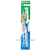 Зубная щетка Oral-B 3-Effect Maxi Clean , средняя жесткость фото