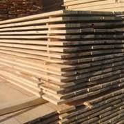 Услуги по распиловке древесины, лесоматериалов, древесных плит. Пиломатериалы, доска. фото