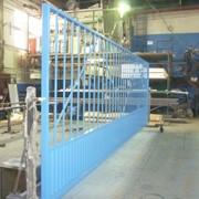 Ворота откатные из металлической решетки фото