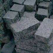 Камень отколотый и обтесанный фото