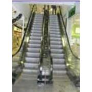 Эскалаторы, траволаторы, движущиеся лестницы фото