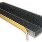 Уплотнитель универсальный не вентелируемый из ППУ (пенополиуретана марки В(поролон) ) самоклеющийся
