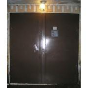 Покраска металлических дверей. фото