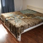 Двуспальная деревянная кровать фото