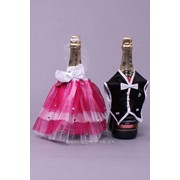 Украшения на бутылки №08, фуксия (жених + невеста, платье фатин) фото