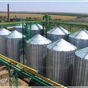 Зернохранилища с металлическими вентилируемым силосом фотография