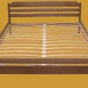 Кровать деревянная. фото