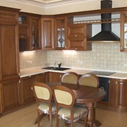 Кухня из натурально дерева.