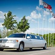 Лимузин Lincoln Toun Car белый фото