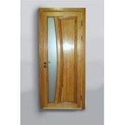 Дверь с вертикальной стеклянной вставкой фото