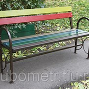 Садовая скамейка со спинкой цветная фото