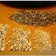 Вермикулит вспученный ковдорский. Золотистый фото