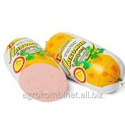 Колбаса вареная из мяса птицы Лакомая с сыром в/с фото