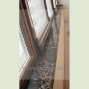 Подоконник для балкона из темного мрамора.. Материал: Имперадор Голд (Испания) фото