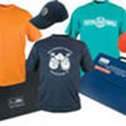 Нанесение логотипов, спортивных номеров, фирменных эмблем,слоганов и изображений на текстильные изделия фото
