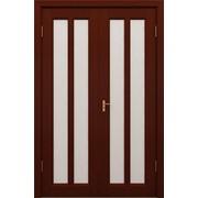 Деревянные двери красного цвета фото