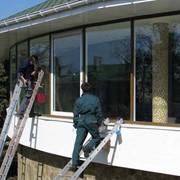 Мытье окон, витрин, фасадов и баннеров фото