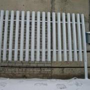 Заборы (ограждающие конструкции) фото