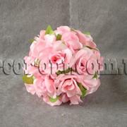 Шар из головок розовой розы с листьями 20 см 5592 фото