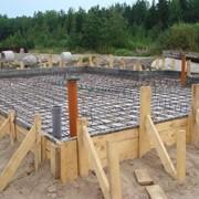 Строительство фундаментов ленточных, бетон и насос фото