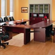 Сбор и разбор мебели в офисе фотография