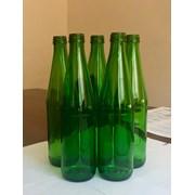 Запуск бутылки из зеленого стекла фотография