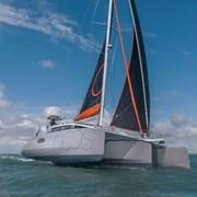 Полностью автономная лодка фотография