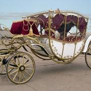 Карета Екатерина худ.ковка - кузов белый, салон бордо фото