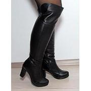Зимние ботфорты из натуральной кожи и замши на удобном каблуке фото