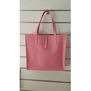 Женская сумка Valenta из натуральной розовой лаковой кожи фото