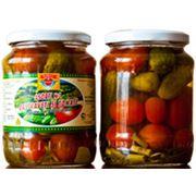 Ассорти из огурцов и томатов целых консервированных фото