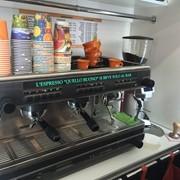Точка продажи кофе в супермаркете фото
