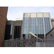 Среди большого количества строительных материалов которые предназначены для устройства дверей и окон фасадов зданий алюминиевые конструкции удерживают основные позиции. фото