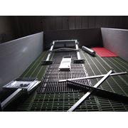 Решетчатый пол в станке для свиноматки с поросятами фото