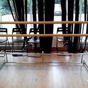 Монтаж зеркал,стеклянных полок,балконных станков,скиналле фартук на кухню. фото
