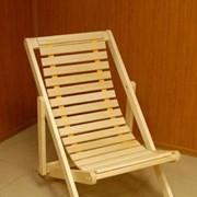 Шезлонг деревянный раскладной без подлокотников фото