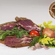 Продукт из свинины оригинальный сыровяленый мякотный Солонина из шеи домашняя фото