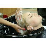Мытье головы и сушка волос фото