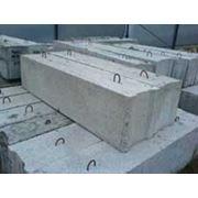 Камни бортовые бетонные (бордюры) БР100.30.15 фото