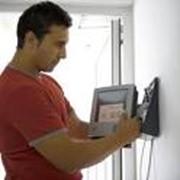 Обслуживание оборудования для систем безопасности фото