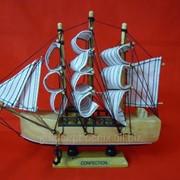 Статуэтка Кораблик из дерева лакированный фото